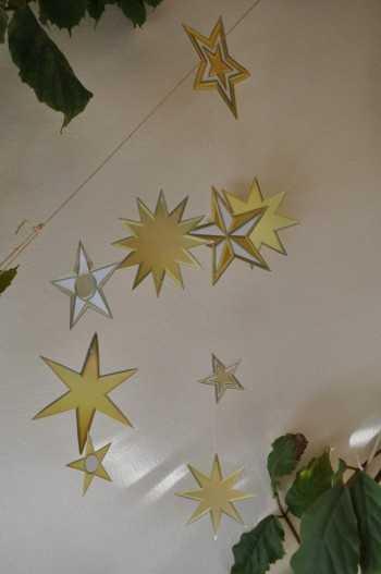 leuchtend gelbe Sterne Basteln mit Senioren mit Alzheimer Demenz