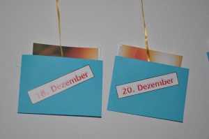 Bekleben mit den Datumskärtchen