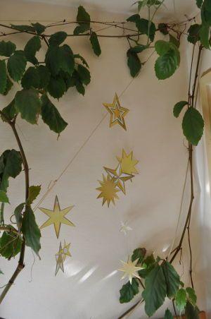 Das Bastelset für Senioren für ein Mobile aus Sterne an Weihnachten